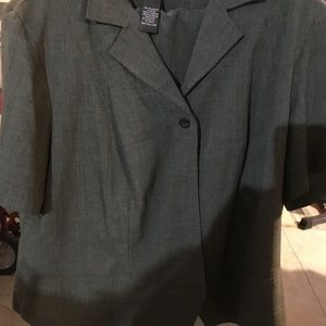 Green short-sleeved suit